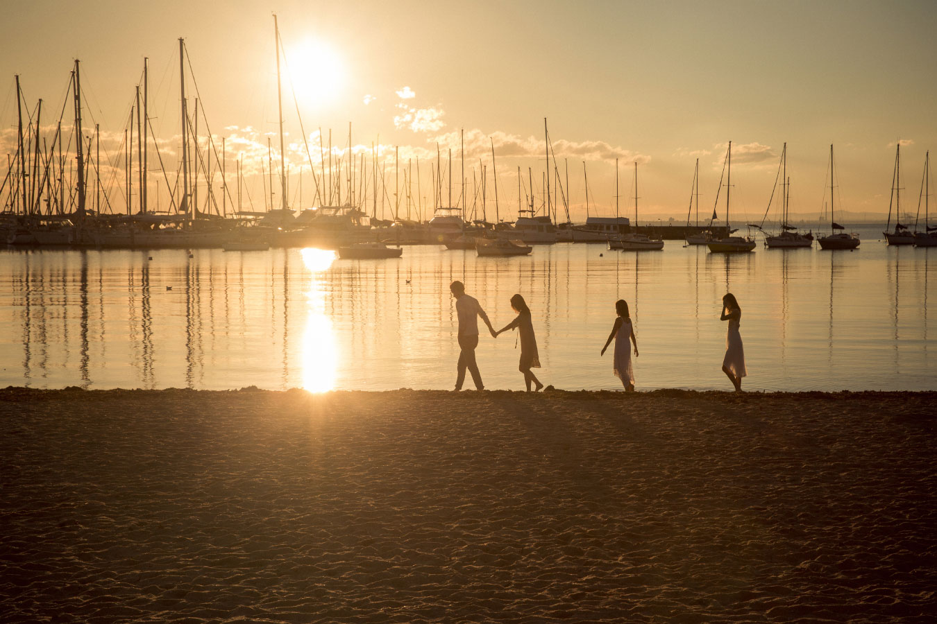family-photographer-hampton-lifestyle-beach-sunset-87