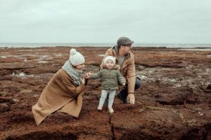 beaumaris-family-portrait-beach-candid-32