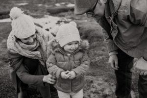 beaumaris-family-portrait-beach-candid-38