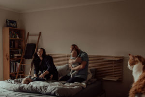 newborn-family-photography-home-relaxed-49