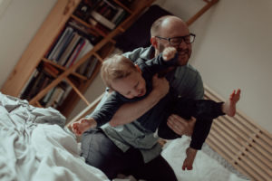 newborn-family-photography-home-relaxed-68